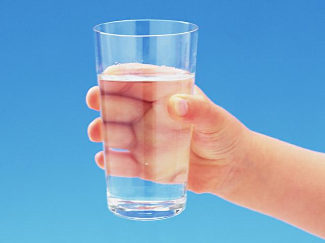 喉が渇いたあなたの前に、水が半分入ったコップがあります。あなたは「もう半分しかない!」と考える